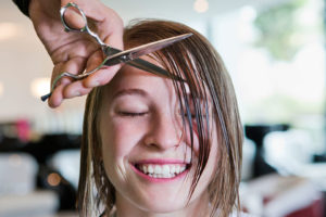 54fe8b1b1d788-ghk-common-mistakes-to-avoid-at-the-salon-getting-haircut-s2